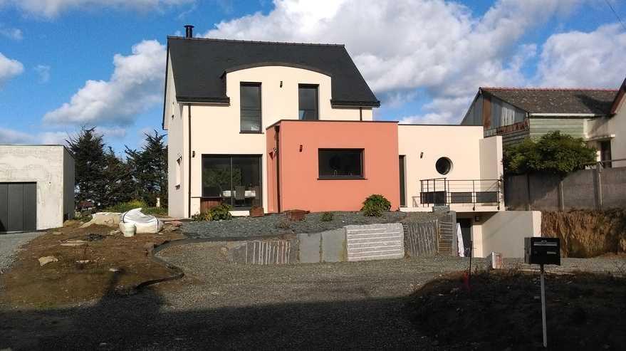 maison contemporaine sur sous sol - adaptee au site - hillion