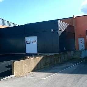 extension d une usine de production de biscuits, local de charge pour chariot elevateur